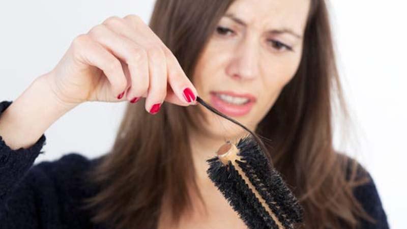 8 Cara Mengatasi Rambut Rontok yang Berlebihan | Sarjana Kata