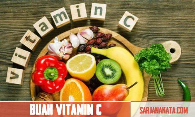 Mengonsumsi buah yang mengandung vitamin C