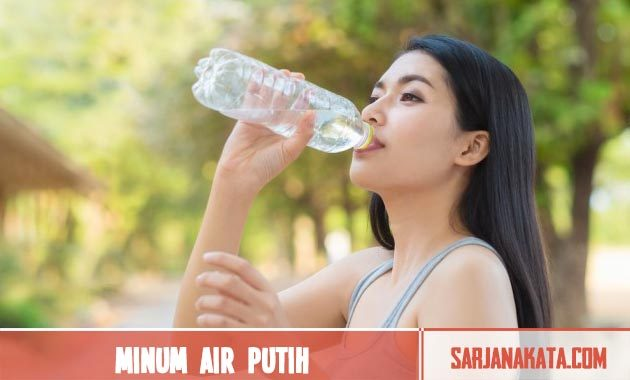 Memperbanyak minum air putih